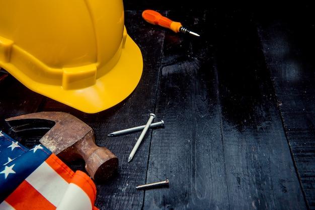Bauwerkzeuge mit kopienraum für tag der arbeit