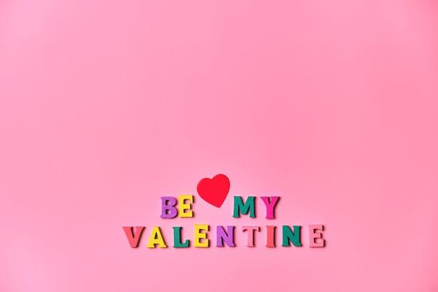 Be my valentine schriftzug inschrift für valentinstag grußkarte, auf rosa