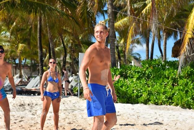 Beachvolleyballspielerportrait, bild mit selektivem fokus
