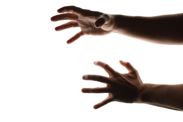 Beängstigende menschliche hände lokalisiert auf weiß