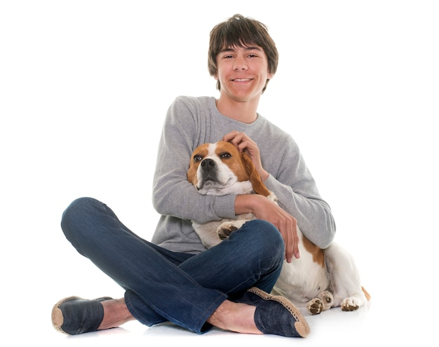 Beagle und teenager