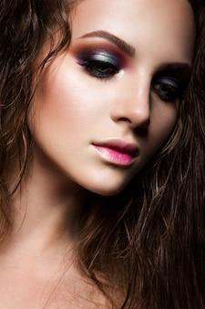 Beauty fashion model mädchen mit hellem make-up Premium Fotos