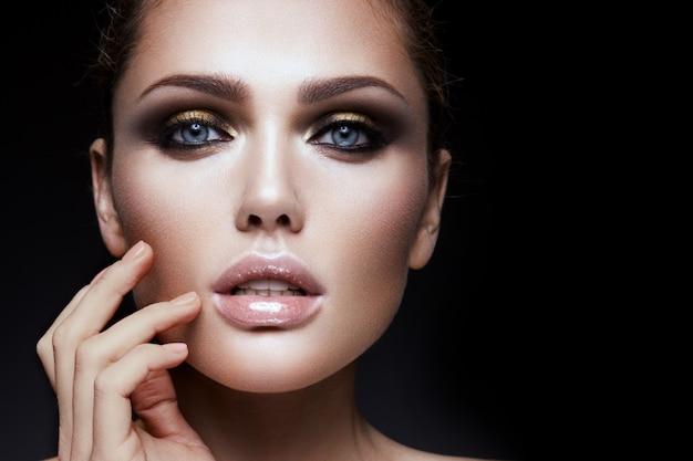 Beauty fashion model mädchen mit hellen make-up