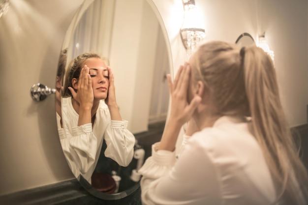Beauty-routine im bad