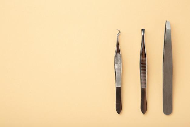 Beauty- und modekonzept - werkzeuge für das wimpernverlängerungsverfahren