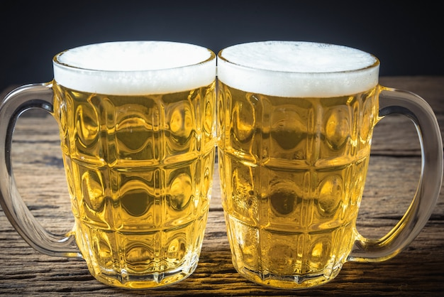 Becher frisches bier