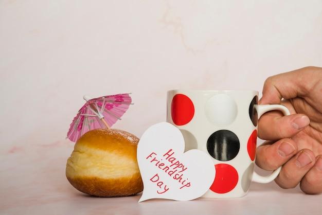 Becher postkarte und donut
