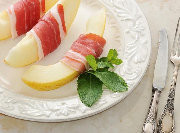 Beconnd-melone, schinken, traditionelles spanisches gericht