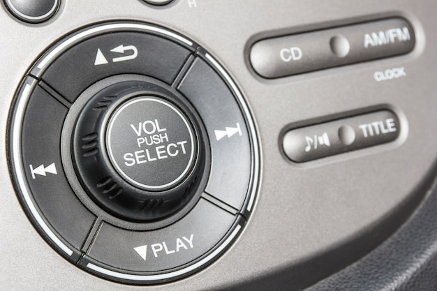 Bedienfeld des audio-players und anderer geräte des autos