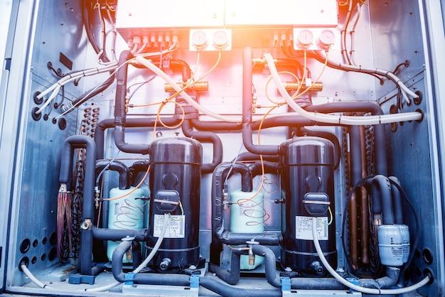 Bedienfelder und frequenzumrichter im versorgungsteil des lüftungsgerätes