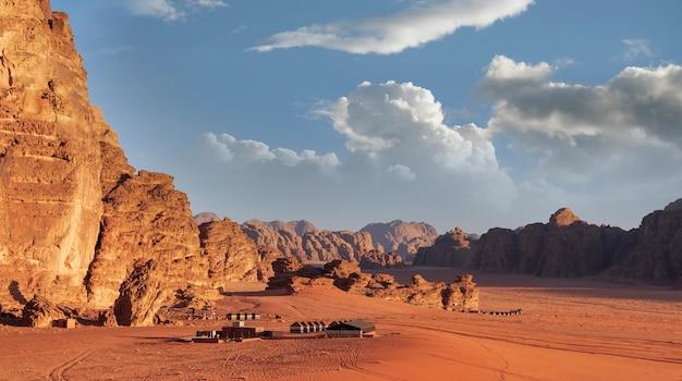 Beduinen-touristenlager in der berühmten roten wüste