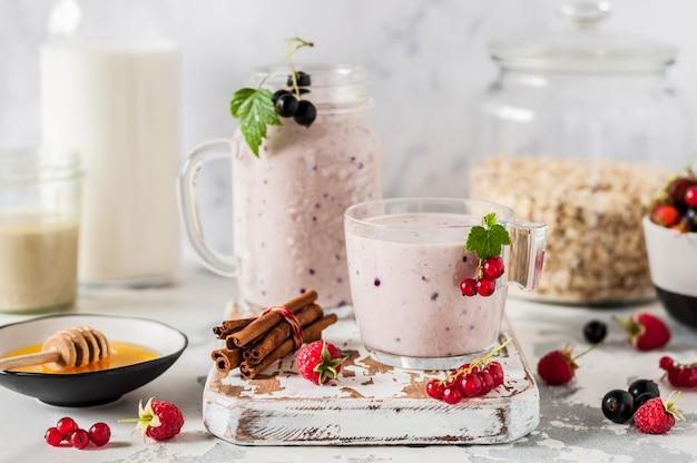 Beeren-tahini-smoothie