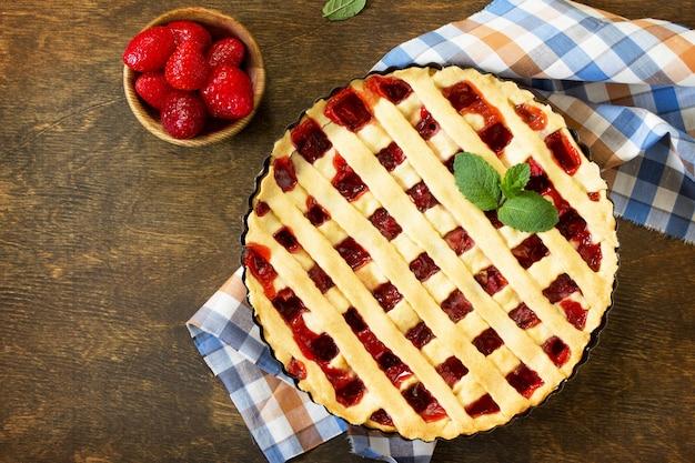 Beerentorte sommer süße torte mit frischen beerenerdbeeren