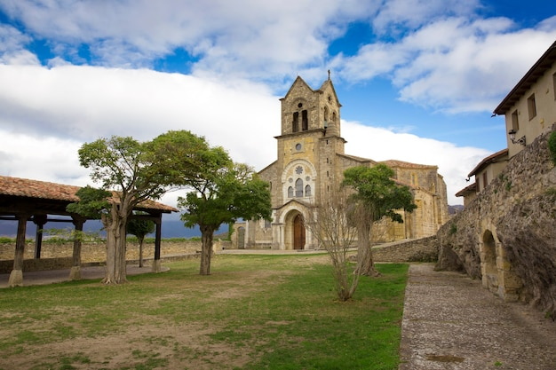 Befestigte kirche von san vicente mártir und san sebastián in der stadt fráas