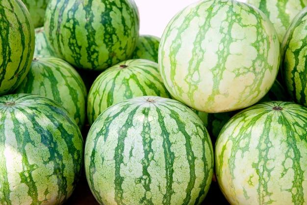 Befreien sie samen weniger wassermelone im markt