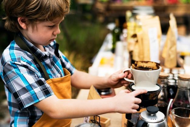 Beginnen sie einen neuen tag mit bio-kaffee-produkten