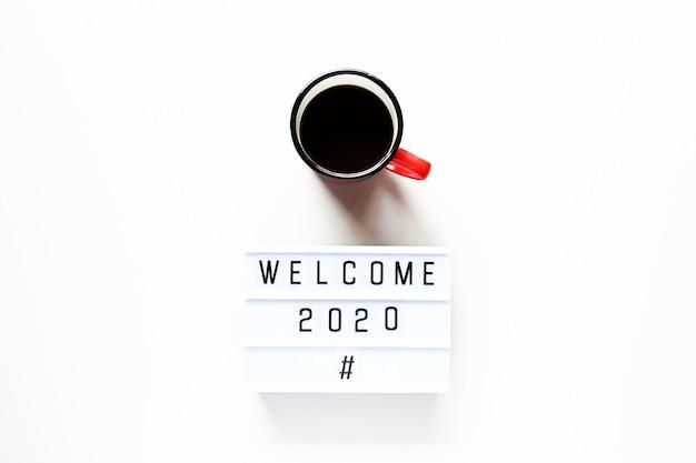 Begrüßung 2020 mit einer tasse kaffee