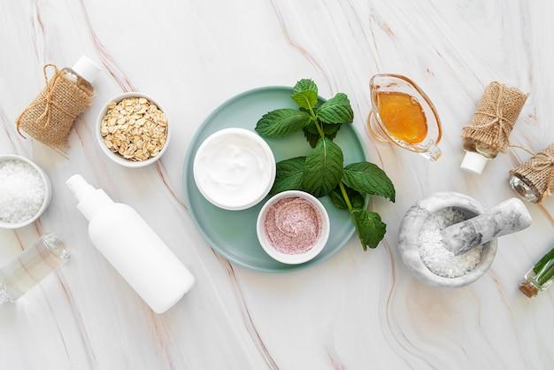 Behandlung kosmetischer produkte auf dem schreibtisch
