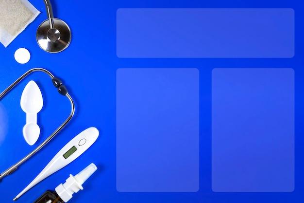 Behandlung von erkältungen und grippe. krankheitstag und medizinisches urlaubskonzept. verschiedene medikamente, ein thermometer, sprays aus einer verstopften nase auf blauem hintergrund, traditionelle medizin und grippekonzept. platz kopieren.
