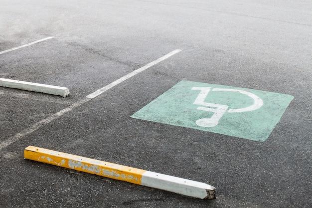 Behinderte auf dem parkplatz
