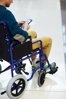 Behinderte mit smartphone