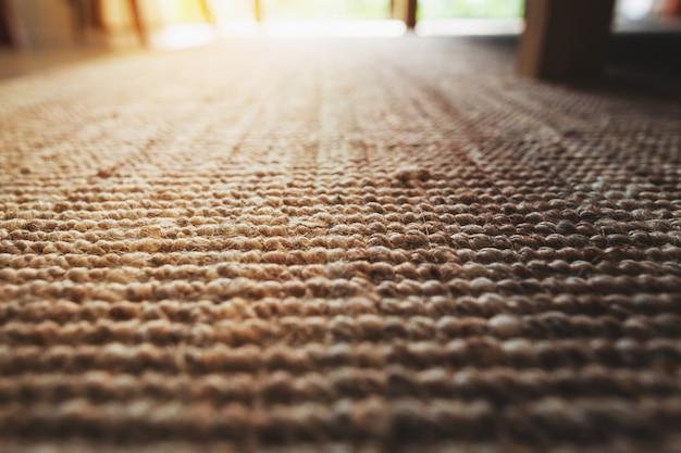 Beige teppich-beschaffenheitsboden der perspektivennahaufnahme des wohnzimmers