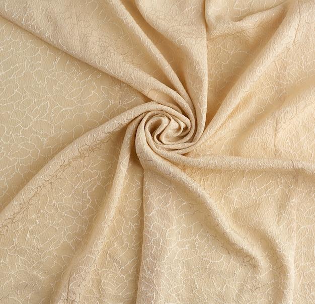 Beigefarbener satin-textilstoff mit stickelementen, stück leinwand zum nähen von vorhängen
