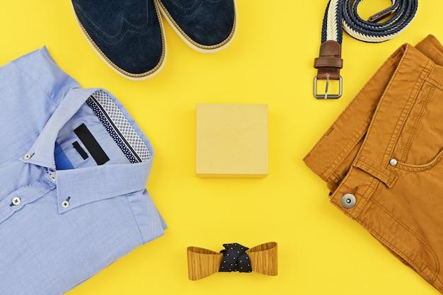 Beiläufige ausstattungen für die mannkleidung stellten auf gelb ein