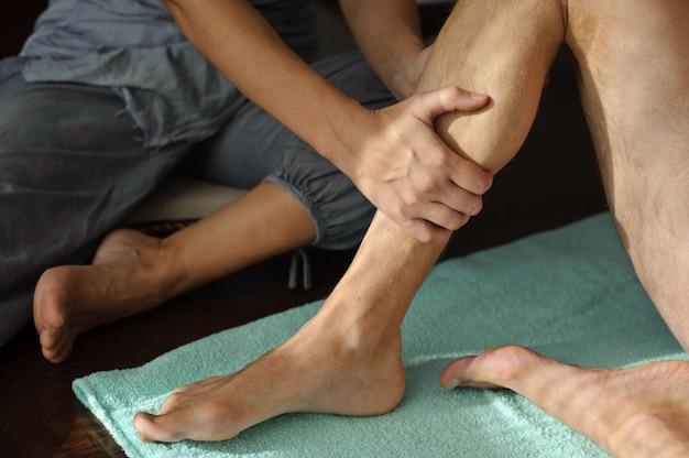 Bein massieren