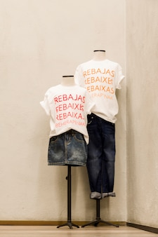 Bekleidungsgeschäft mit mannequins