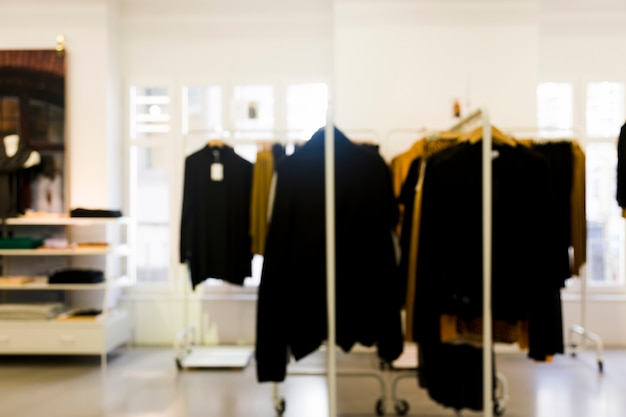 Bekleidungsgeschäft mit unscharfem effekt
