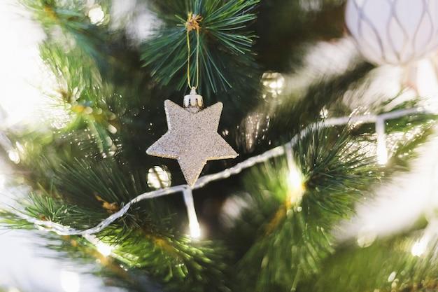 Beleuchteter weihnachtsbaum