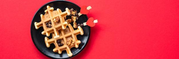 Belgisches waffeldekorationsherzfrühstück