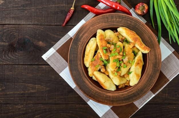 Beliebte traditionelle tschechische, ungarische, deutsche kartoffelknedli (knödel)
