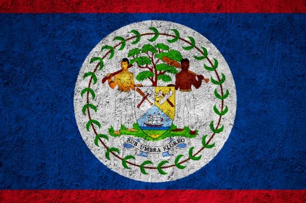 Belize-flagge auf der schmutzbetonmauer