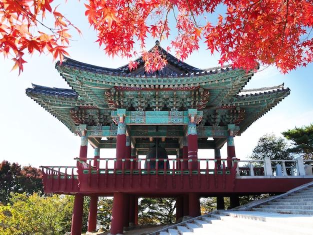 Bell-pavillon in seokguram-grotte in gyeongju, südkorea.