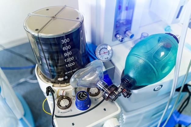 Belüftung der lunge mit sauerstoff. covid-19 und coronavirus-identifizierung. pneumonie diagnostizieren. pandemie.