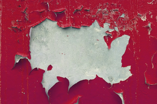 Bemalt, verblasst, verputzt, wände mit abblätternder roter farbe. abgenutzte alte konkrete detailnahaufnahme. strukturierter hintergrund.