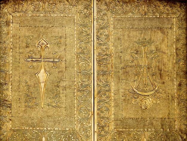 Benidorm kirche goldene tür aus messing geprägt