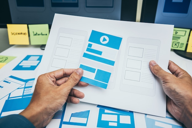 Benutzererfahrung unter verwendung des web-smartphone-layouts.