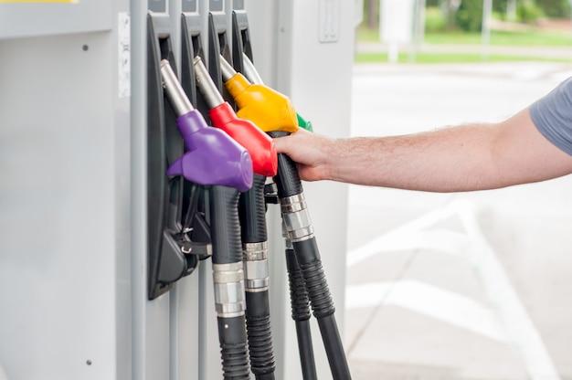Benzin-spender für rot-grün-gelb-orange farbe