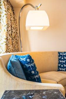 Bequemes kissen auf sofadekoration