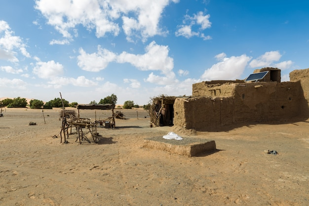 Berberhütte in der sahara-wüste.