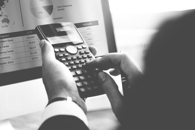 Berechnen sie bilanz-bilanzgewinn-schulden-konzept