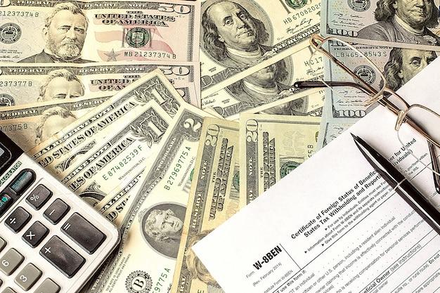 Berechnen von zahlen für einkommensteuererklärung mit stift