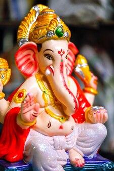 Bereit für lord ganesha bunte statue für ganesha festival