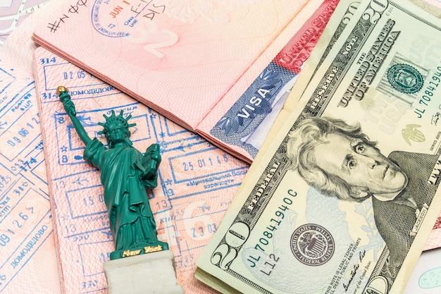 Bereiten sie vor, um mit geld zu reisen