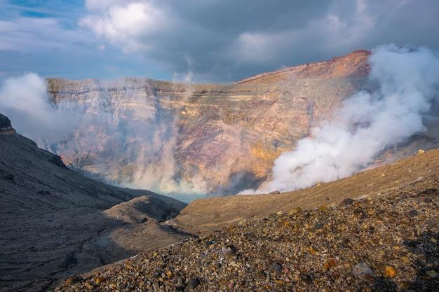 Berg-aso-nakadake-krater, aso, kumamoto, kyushu, japan