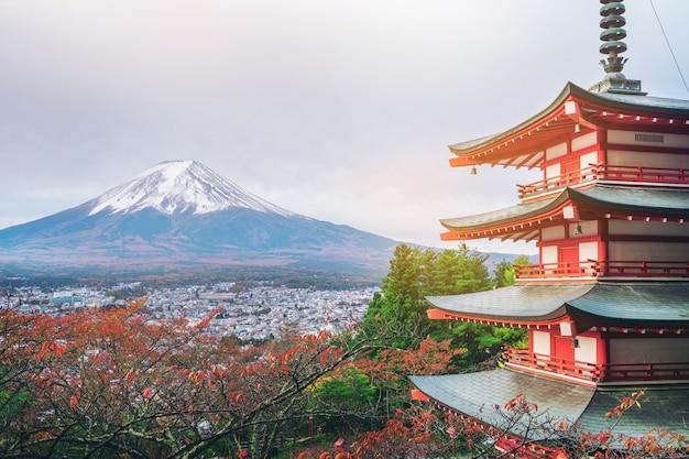 Berg fuji, chureito pagode im herbst - japan.