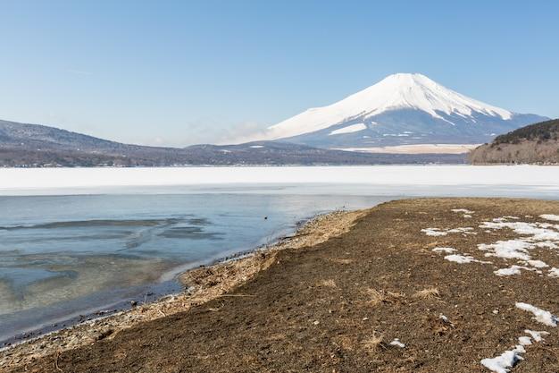Berg fuji gefrorener yamanaka see